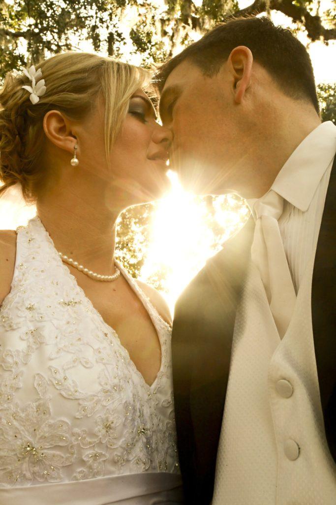 Kuss bei Hochzeit
